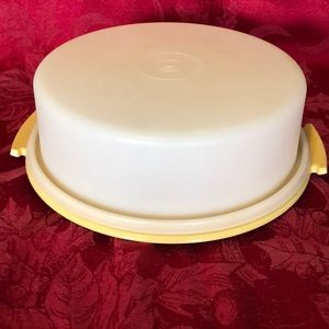 Vintage Tupperware pie taker/ cake Harvest Gold